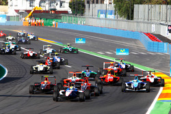 Nico Muller leads James Jakes, Rio Haryanto and the field at the start of the race