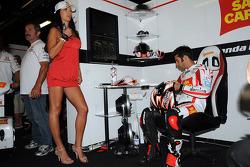 Marco Melandri, San Carlo Honda Gresini in charming company