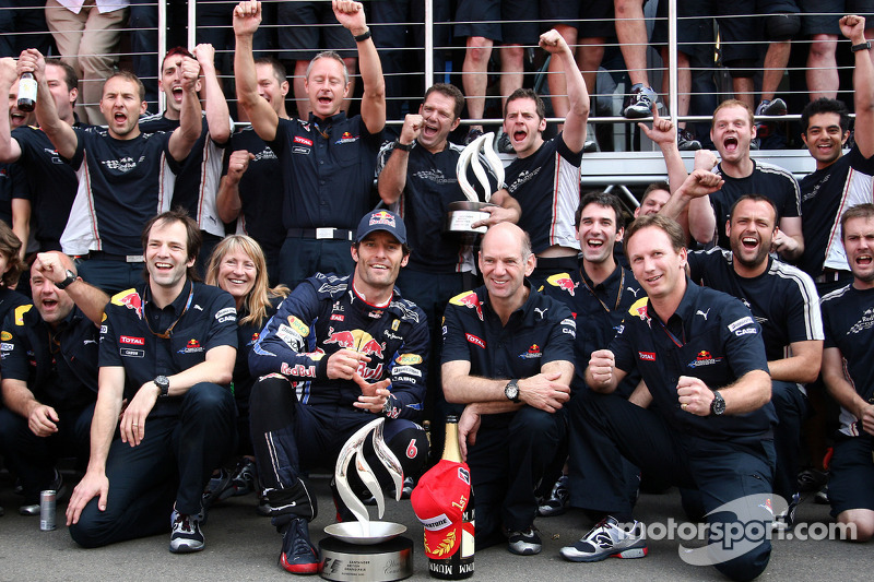 Red Bull team overwinning Mark Webber, Mark Webber, Red Bull Racing, Sebastian Vettel, Red Bull Racing