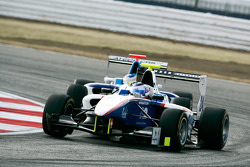 Simon Trummer leads Roberto Merhi