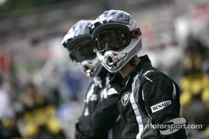 Scuderia Coloni mechanics watch the action