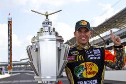 Race winner Jamie McMurray, Earnhardt Ganassi Racing Chevrolet celebrates