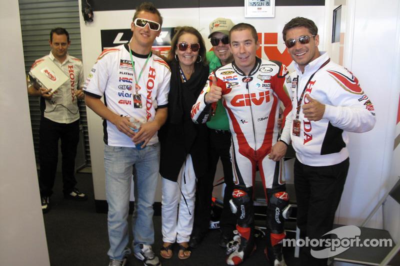 Roger Lee Hayden, celebra sus primeros puntos en MotoGP con el LCR Honda y su familia
