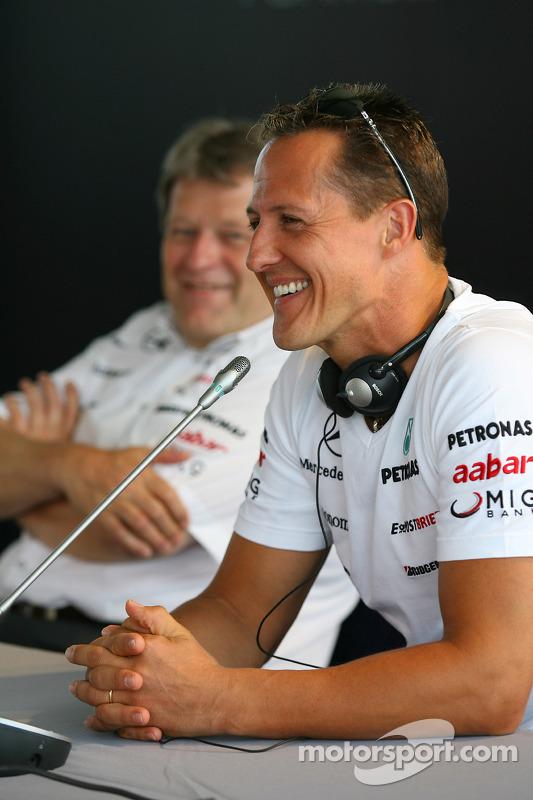 Norbert Haug, Mercedes, Motorsport chief en Michael Schumacher, Mercedes GP