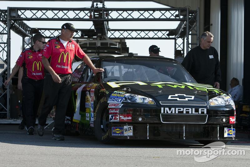Auto van Jamie McMurray, Earnhardt Ganassi Racing Chevrolet bij de technische keuring