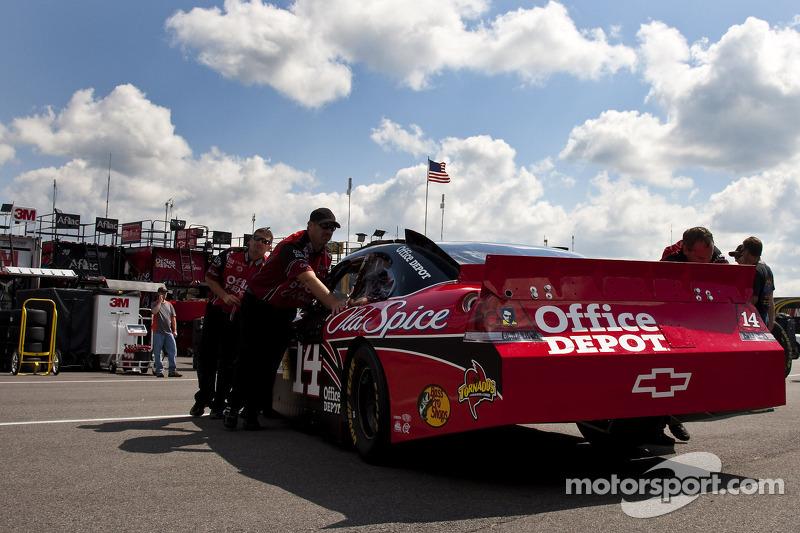 Auto van Tony Stewart, Stewart-Haas Racing Chevrolet bij de technische keuring