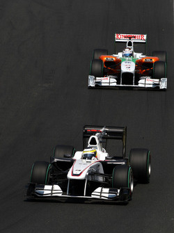 Pedro de la Rosa, BMW Sauber F1 Team leads Sebastian Vettel, Red Bull Racing