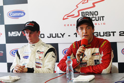 Second placed Dean Stoneman and race winner Jolyon Palmer in the post-race press conference