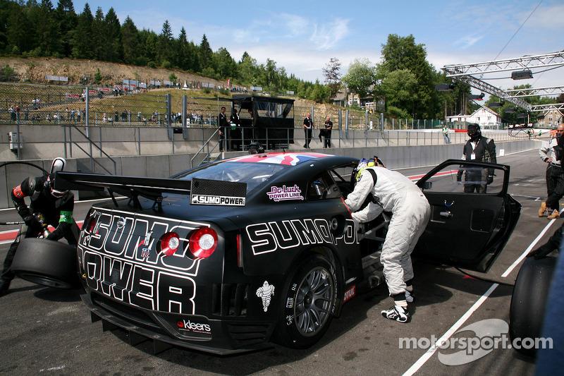 Pitstop #23 Sumo Power GT Nissan GT-R: Michael Krumm, Peter Dumbreck