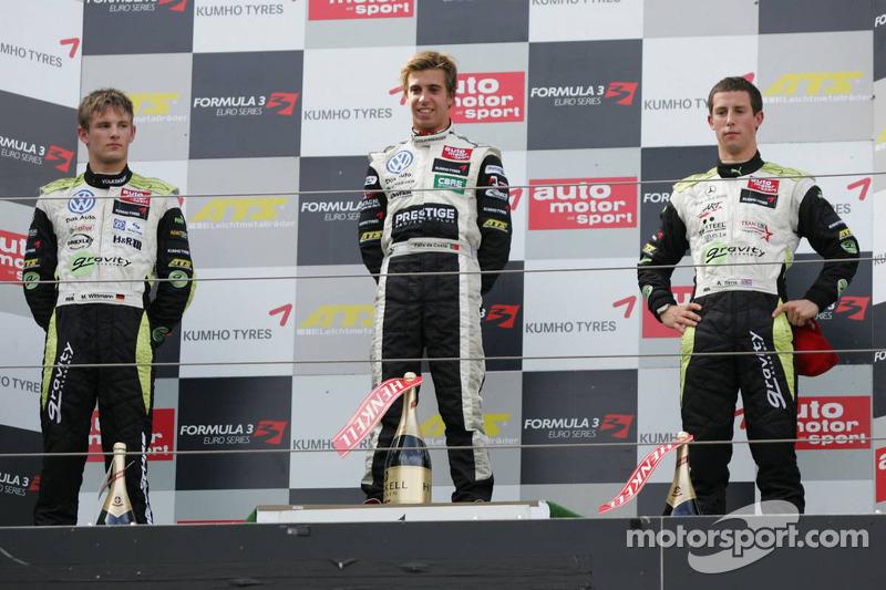 Podium: winnaar Antonio Felix da Costa, Motopark Academy, Dallara F308 Volkswagen, 2de Marco Wittman