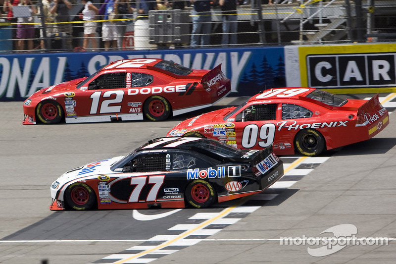 Sam Hornish Jr., Penske Racing Dodge, Landon Cassill, Phoenix Racing Chevrolet, Brad Keselowski, Penske Racing Dodge