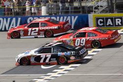 Sam Hornish Jr., Penske Racing Dodge, Landon Cassill, Phoenix Racing Chevrolet, Brad Keselowski, Penske Racing Dodge