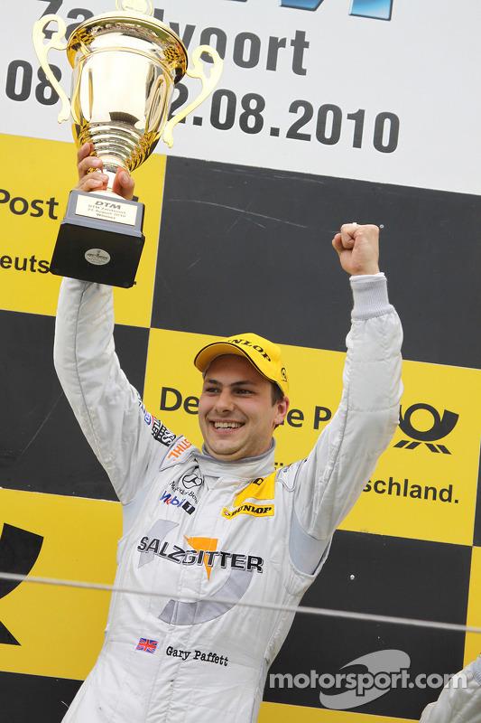 Podium: race winnaar Gary Paffett, Team HWA AMG Mercedes C-Klasse