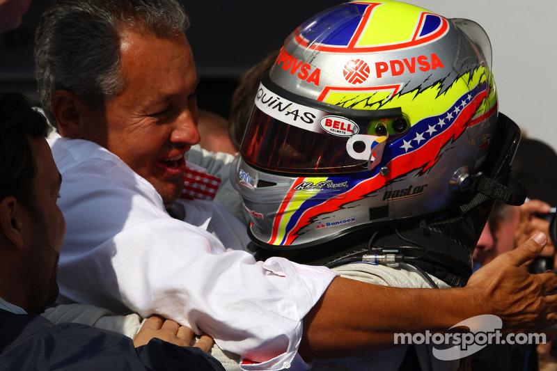 Race winnaar Pastor Maldonado