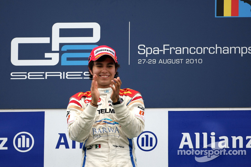 Podium: race winnaar Sergio Perez