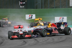 Авария: Себастьян Феттел, Red Bull Racing и Дженсон Баттон, McLaren Mercedes