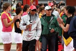Lewis Hamilton, McLaren Mercedes et Heikki Kovalainen, Lotus F1 Team