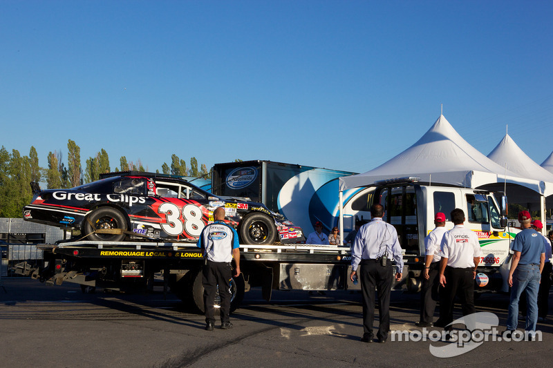 Auto van Jason Leffler terug in de werkplaats