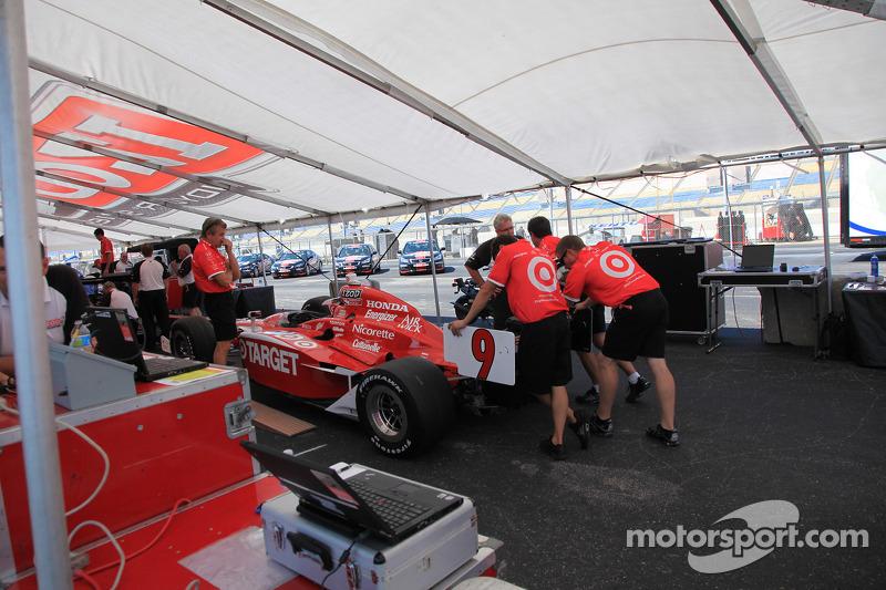 Auto van Scott Dixon, Target Chip Ganassi Racing bij de technische keuring