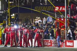 Stewart-Haas Racing Chevrolet team vieren overwinningTony Stewart