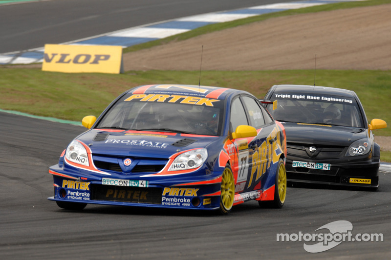 Andrew Jordan devant James Nash