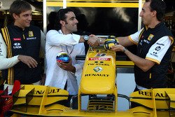 Vitaly Petrov, Renault F1 Team with Indycar driver Dario Franchitti and Robert Kubica, Renault F1 Team