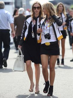 Grid girls Renault