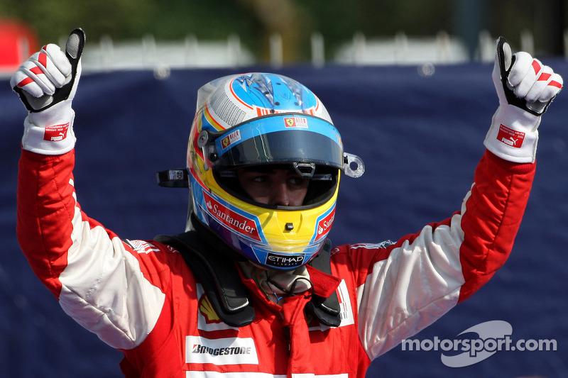 Race winner Fernando Alonso, Scuderia Ferrari celebrates