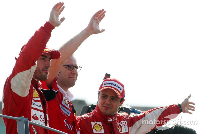 Podium: race winnaar Fernando Alonso, Scuderia Ferrari, 3de Felipe Massa, Scuderia Ferrari