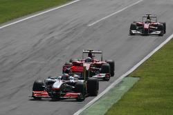 Дженсон Баттон (McLaren Mercedes), Фернандо Алонсо (Ferrari) та Феліпе Масса (Ferrari)