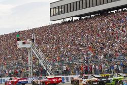 Start: Brad Keselowski, Penske Racing Dodge leads Clint Bowyer, Richard Childress Racing Chevrolet