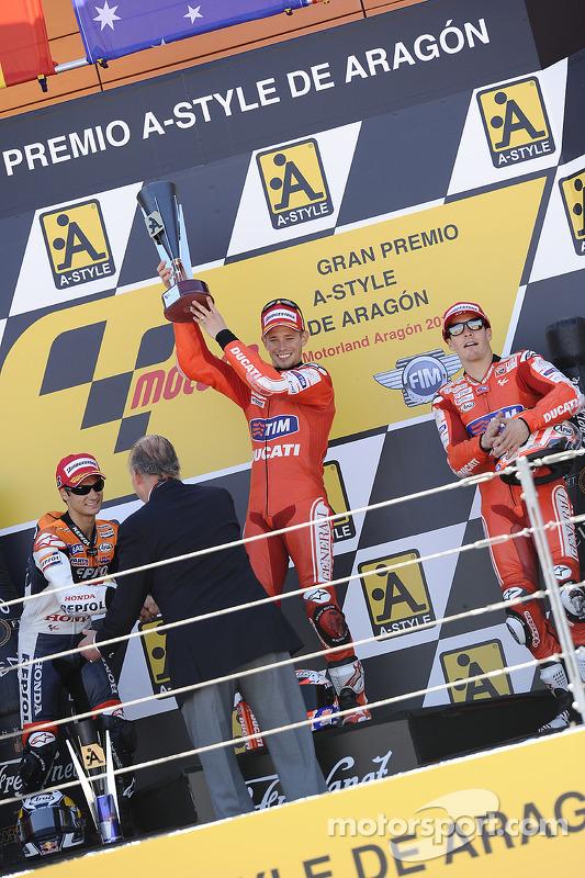 Podium: winnaar Casey Stoner, Ducati Marlboro Team, 2de Dani Pedrosa, Repsol Honda Team, 3de Nicky Hayden, Ducati Marlboro Team
