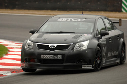 James Thompson in de nieuwe NGTC Toyota Avensis