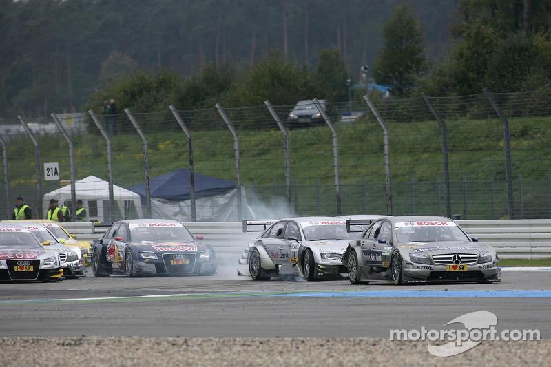Crash op het nieuwe gedeelte van de baan: Bruno Spengler, Team HWA AMG Mercedes C-Klasse, Miguel Mol