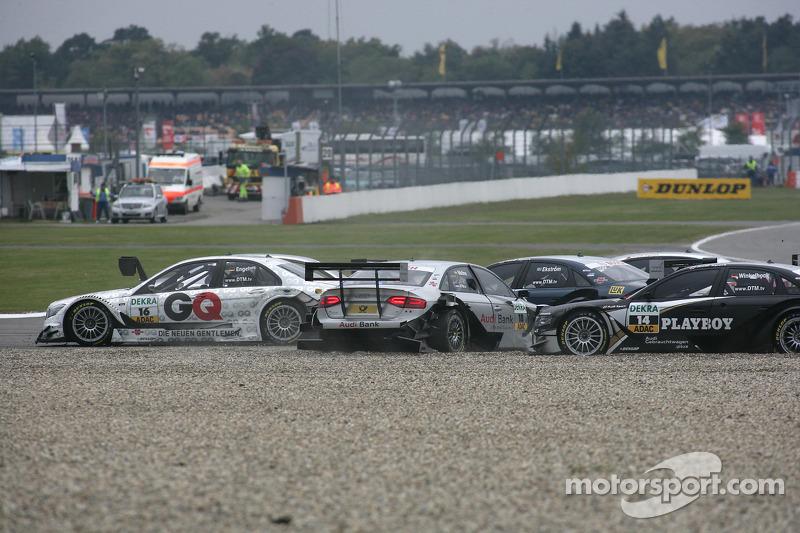 Crash op het nieuwe gedeelte van de baan: Maro Engel, Mücke Motorsport, AMG Mercedes C-Klasse, Migu
