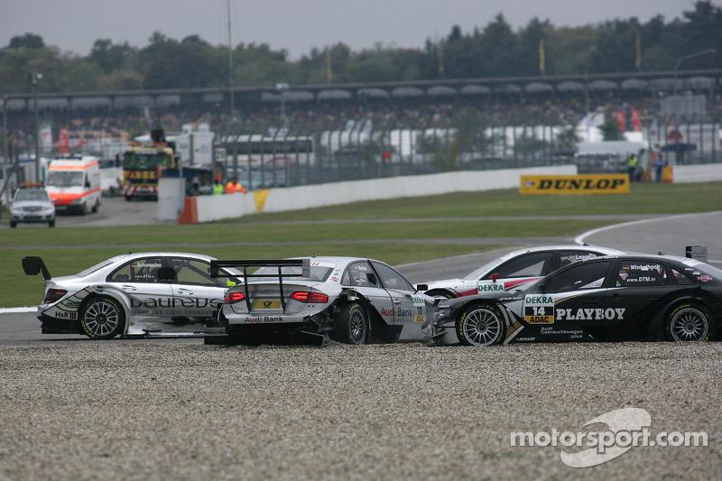 Crash op het nieuwe gedeelte van de baan: Ralf Schumacher, Team HWA AMG Mercedes C-Klasse, Miguel Mo