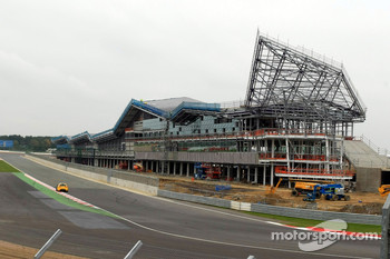 Ecclestobe absent at Silverstone Wing reveal