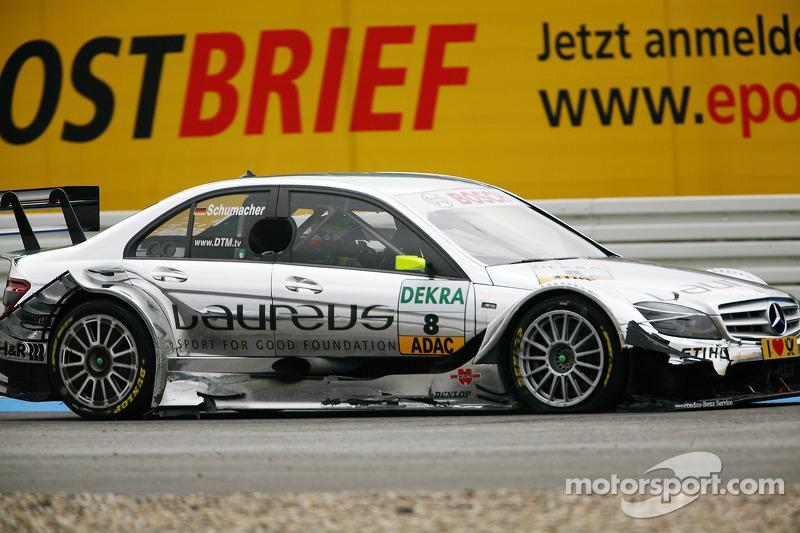 Crash bij de start: Ralf Schumacher, Team HWA AMG Mercedes C-Klasse