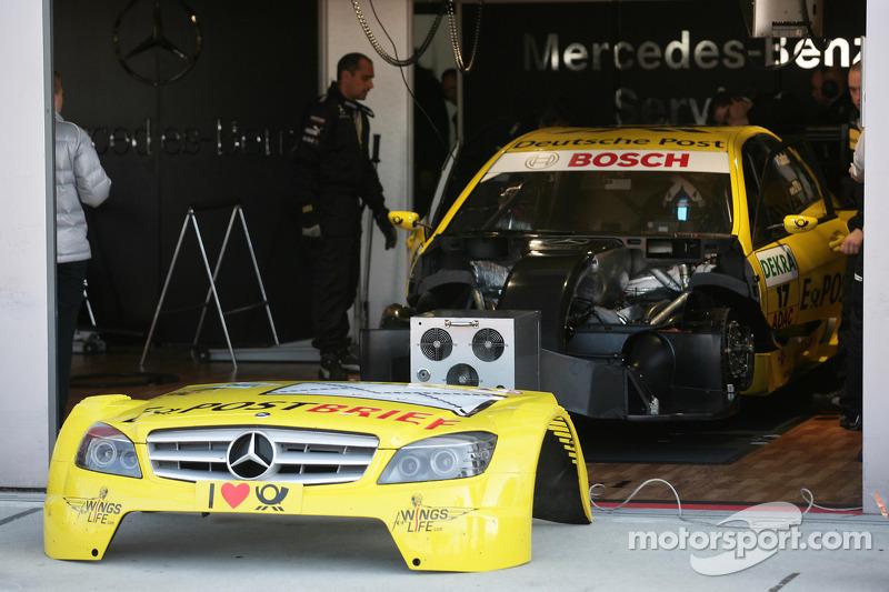 Auto van David Coulthard, Mücke Motorsport, AMG Mercedes C-Klasse in de werkplaats