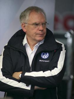 Dr. Ulrich Hackenberg Member of the Board of Management of Volkswagen Brand