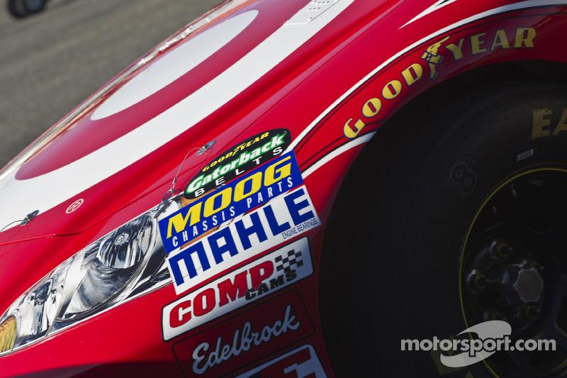 Auto van Juan Pablo Montoya, Earnhardt Ganassi Racing Chevrolet bij de technische keuring