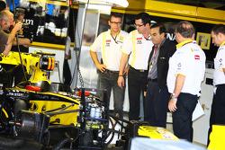 Eric Boullier, Team Principal, Renault F1 Team, Carlos Ghosn