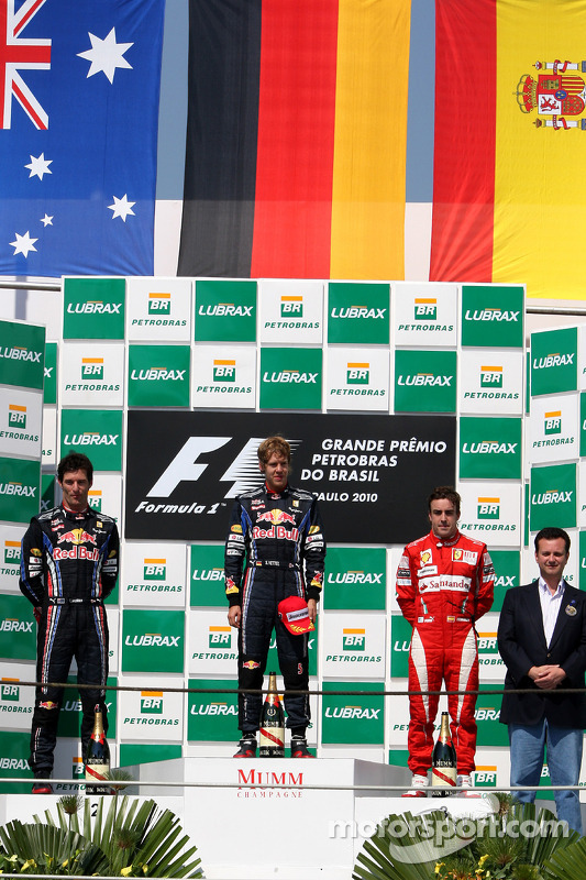 Podium: race winnaar Sebastian Vettel, Red Bull Racing, 2de Mark Webber, Red Bull Racing, 3de Fernando Alonso, Scuderia Ferrari