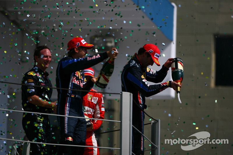 Podium : vainqueur Sebastian Vettel, Red Bull Racing, deuxième Mark Webber, Red Bull Racing