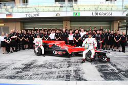Virgin Racing Team photo with Timo Glock, Virgin Racing and Lucas di Grassi, Virgin Racing