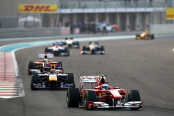 Fernando Alonso, Scuderia Ferrari rijdt voor Mark Webber, Red Bull Racing