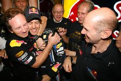 Кристиан Хорнер, спортивный директор Red Bull Racing, Себастьян Феттель, Red Bull Racing и Эдриан Нь