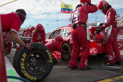 Pit stop for Juan Pablo Montoya, Earnhardt Ganassi Racing Chevrolet
