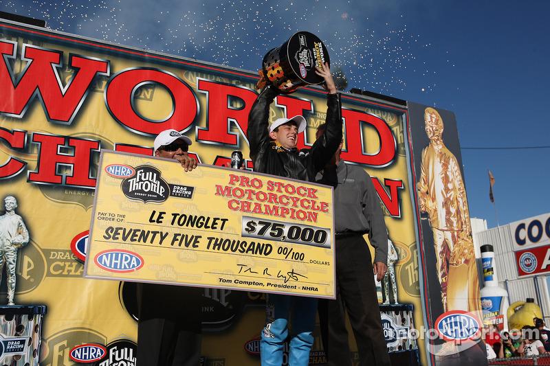 Rookie sensatie LE Tonglet viert eerste Pro Stock Motorcycle wereldtitel, Auto Club NHRA Finals