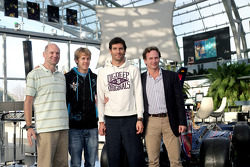 Chief technical officer Adrian Newey, Sebastian Vettel, Mark Webber en team principal Christian Horner